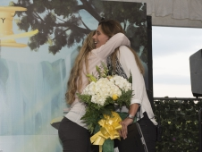 Preparty Flowers Hug